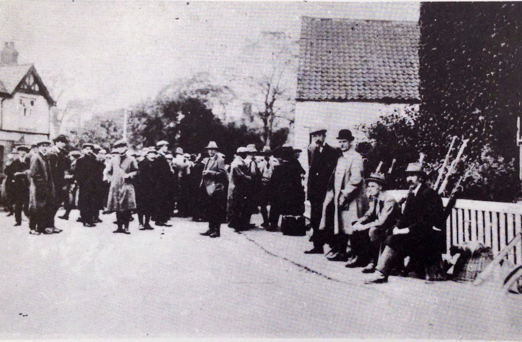 A group of anglers meet at the Bell Inn to take part in a Daily Mirror Cup match in 1924