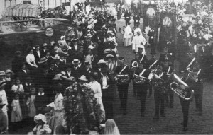 AOS P 1950 catholic procession 1913 coming over high bridge from ayscoughfee