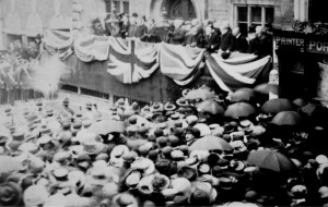 AOS P 1958 crowds outside the corn exchange 11th may 1910 for the proclamation of king. spalding