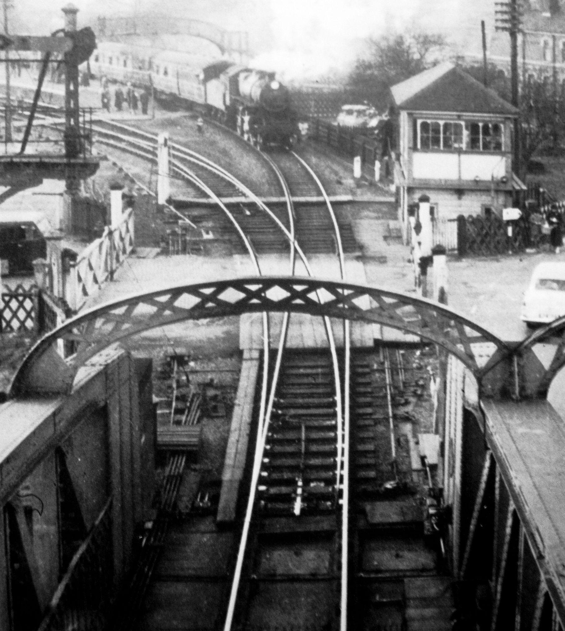 Train approaching Cross Keys Bridge, Sutton Bridge