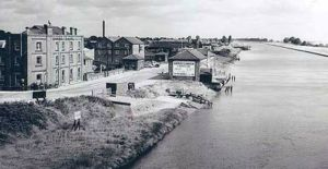 AOS P 2769  The quayside (postwar) after the Warehouse and the Wharf had been purchased by Sidney Garner & Sons Ltd. 1940ish..