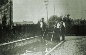 AOS P 2666  workmen surfacing a pathway, haverlock street. Library collection