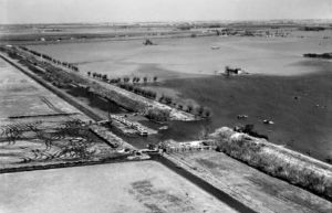 AOS P 2833  A breach in the Wash Bank undergoing emergency repairs, Crowland Fodder Lots, from the south-west, 1947