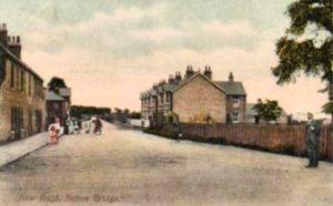 AOS P 2847  postcard 1910 published  by Crosland & Son shows a view of New Road  Sutton Bridge