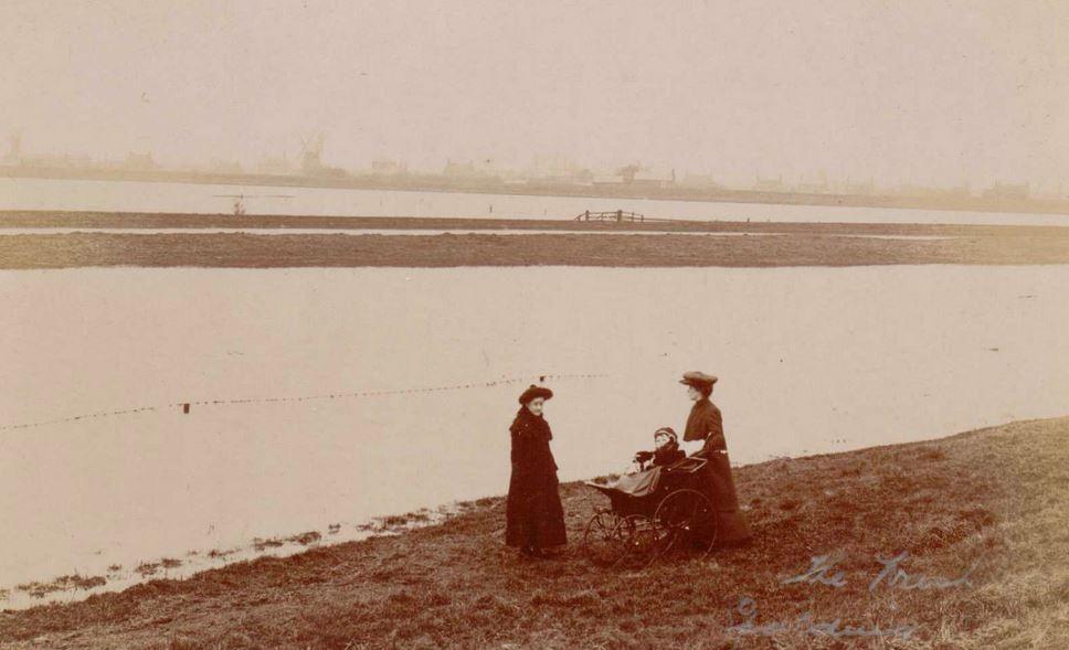Beales Postcard titled The Wash, Spalding