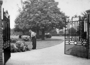 AOS P 3911 carters park holbeach with the park keeper at the time a mr ralph emmitt