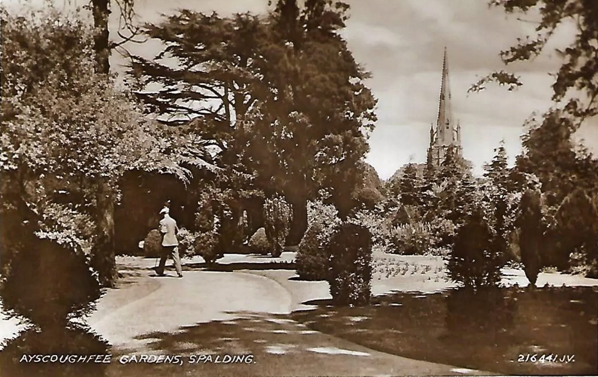 Postcard of Ayscoughfee Gardens including Parish Church